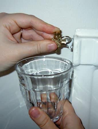 Lufta element med en elementnyckel