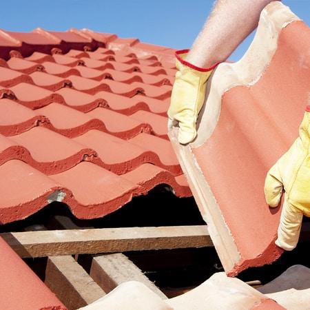 Laga och lägga om tak