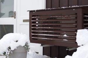 Skydda luftvärmepumpens utedel med ett värmepumpsskydd