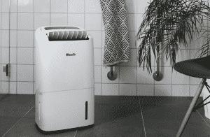 En liten avfuktare kan göra stor nytta i badrummet